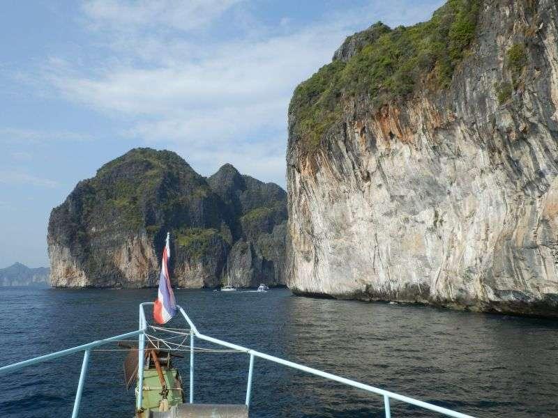 Einfahrt rechts zur Maya Bay ( Strand von