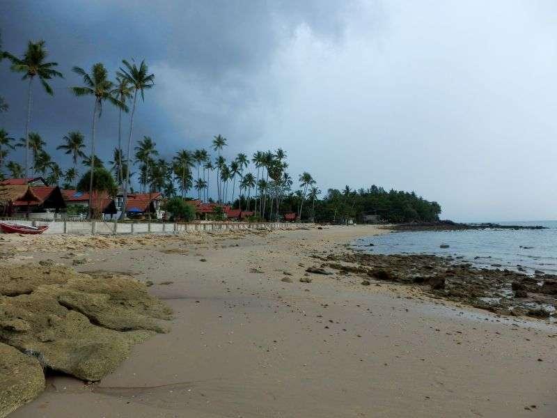 danach ein kleiner Strand, der nicht wirklich schön ist.