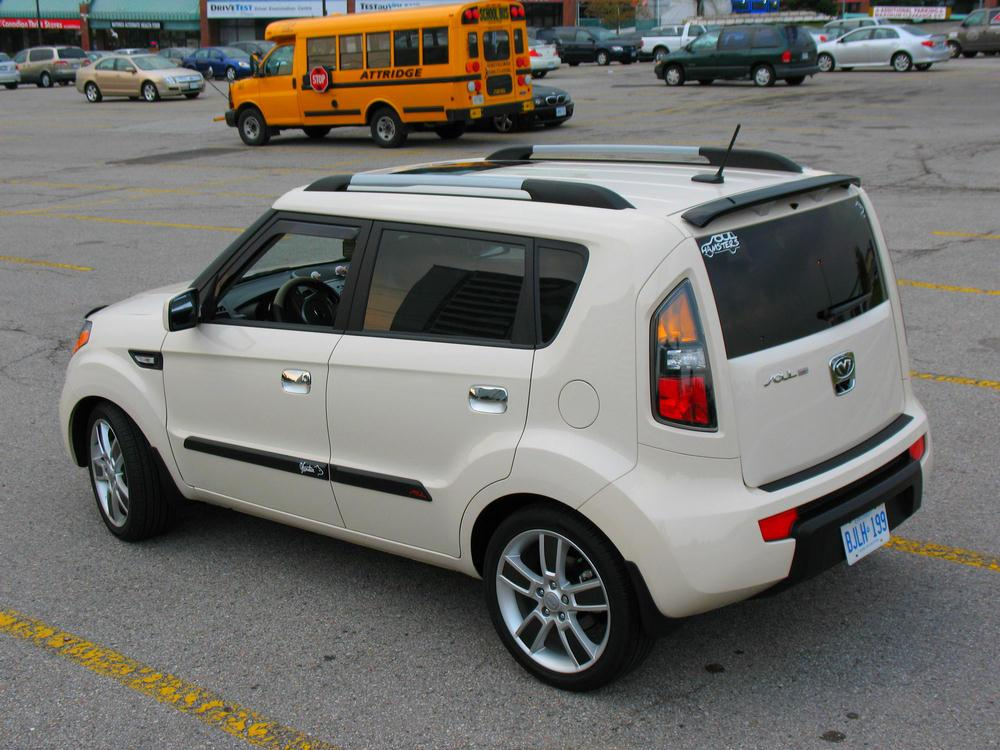 Installation Of The Thule Traverse Roof Rack On A 2013  Kia Soul Roof Rack | Car Interior Design